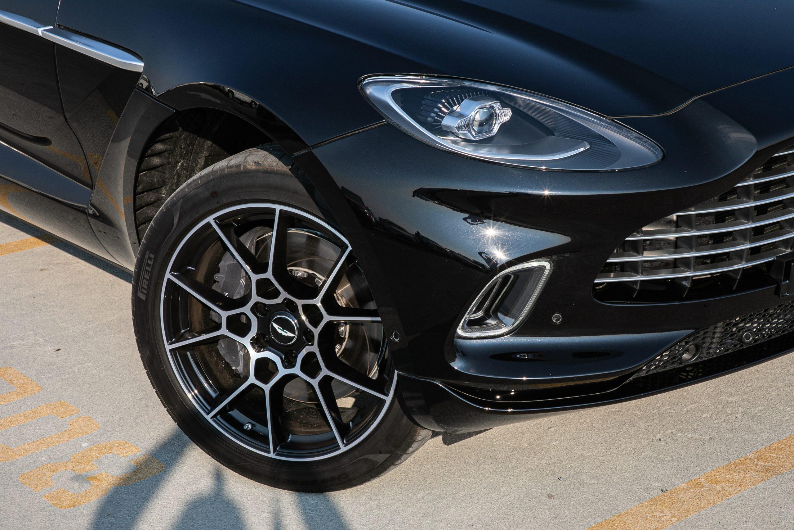 Aston Martin Dbx 4 0l Twin Turbo A T Ptr Car2point